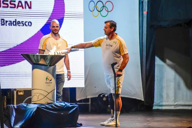 Revezamento da Tocha Olímpica Rio2016 - Lars Grael, condutor Bradesco durante o Revezamento da Tocha Olímpica em Niterói (RJ) - 02.08.16 - Revezamento da Tocha Olímpica Rio2016. foto: BRADESCO/William Lucas - Brasil - rj - Niterói - - - www.inovafoto.com.br - id:113814