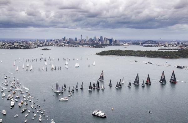2017-rolex-sydney-hobart-yacht-race-start-credit-rolex-carlo-borlenghi